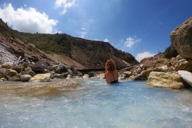 Visiting the most Extreme Wild Onsen in Japan!