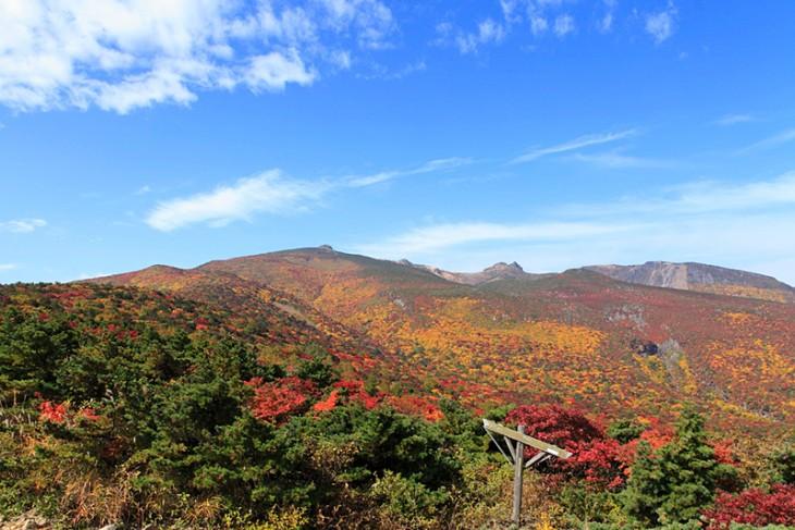 Enjoying Mt. Adatara in Autumn