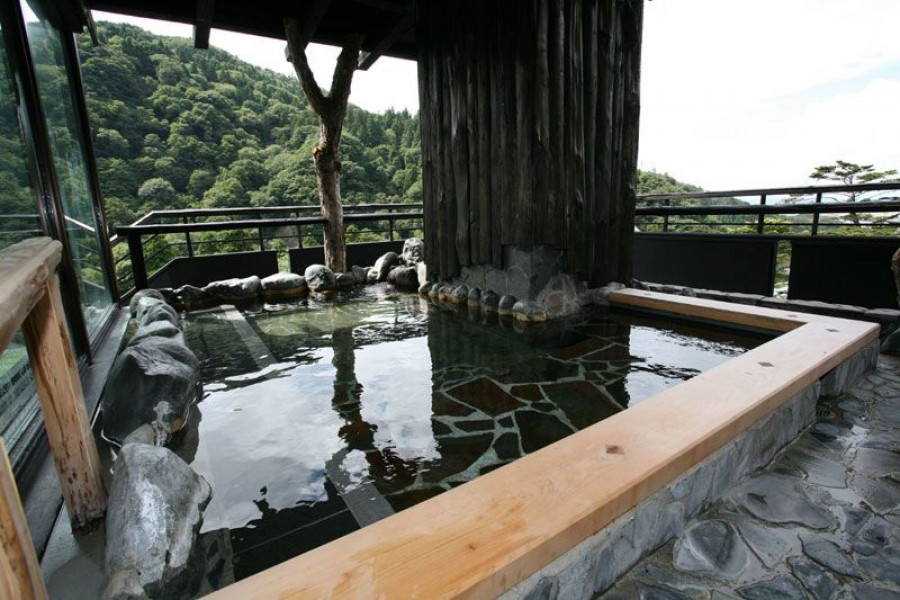 Hot Springs and Sightseeing in Aizu