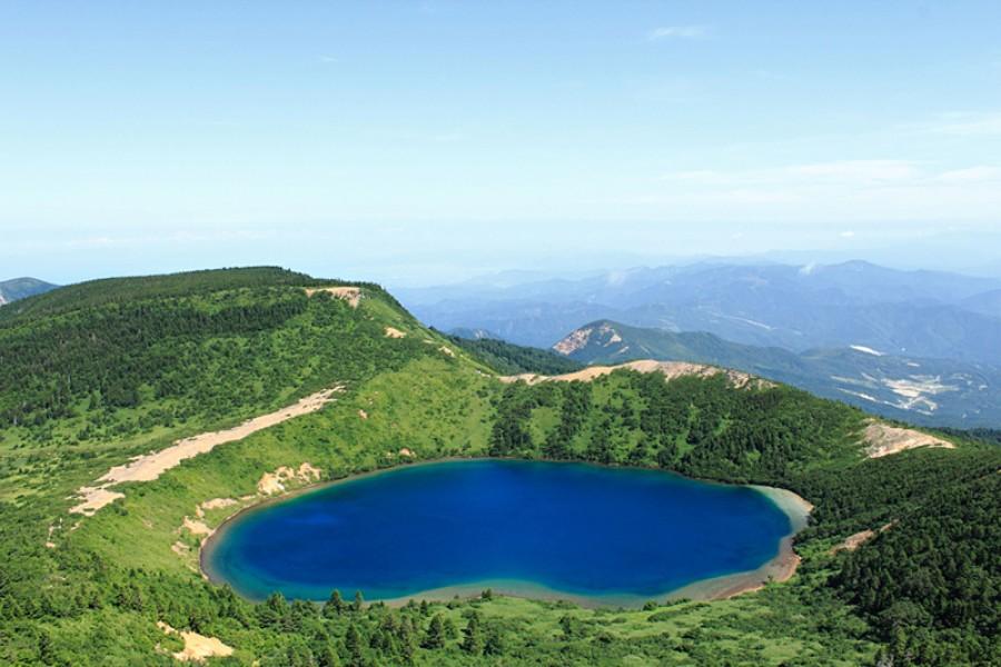 Majyo-no-hitomi (The Witches' Eye Lake)