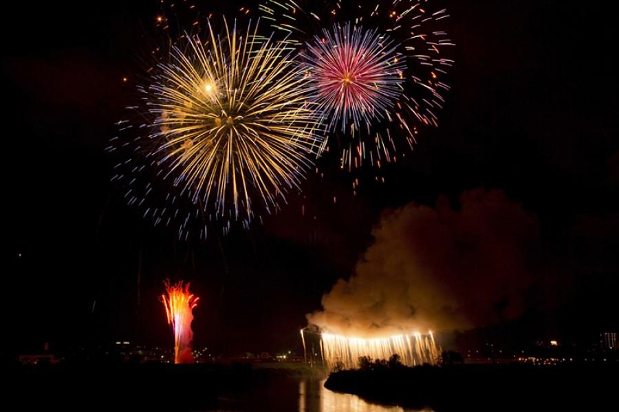 Sukagawa Shakadogawa River Fireworks Festival