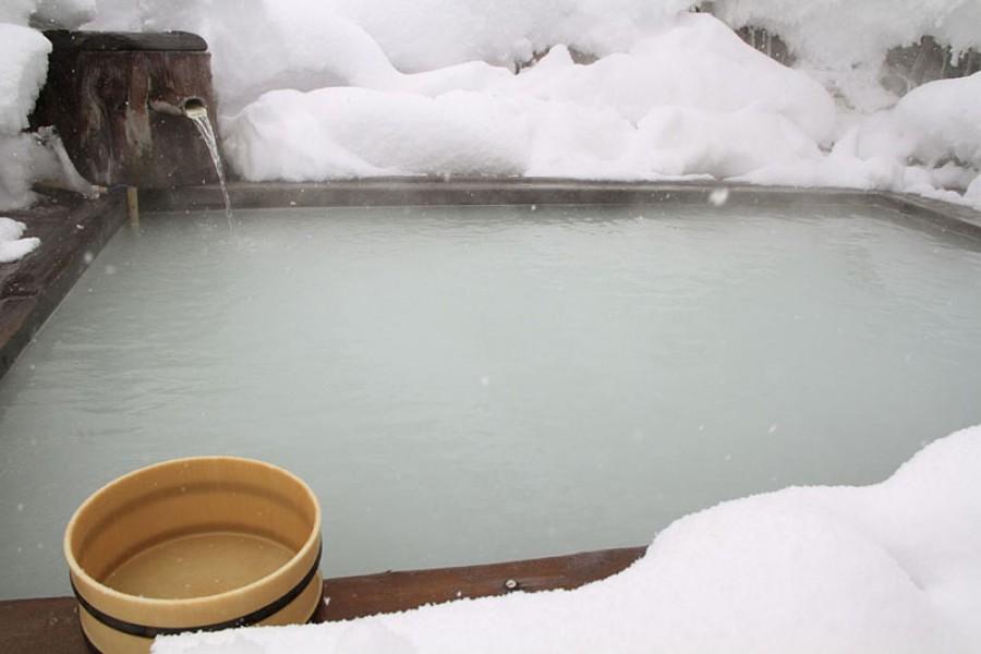 Suối nước nóng Noji